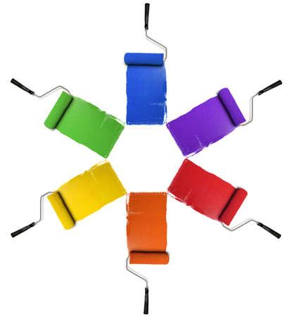 Verf rollen met primaire en secundaire kleuren geïsoleerd op witte achtergrond Stockfoto