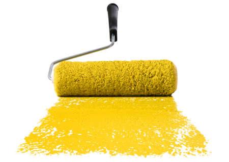 roller: Rodillos de pintura con pintura amarilla aislado sobre fondo blanco  Foto de archivo