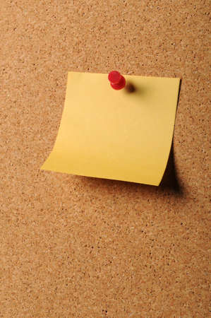 pin board: Sticky notepaper with pin on cork board