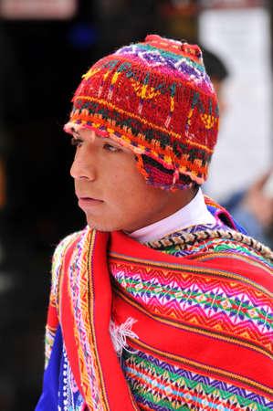 伝統的な服、2009 年 9 月 5 日にペルーのクスコに身を包んだクスコ - 9 月 5 日: 肖像画のケチュア人