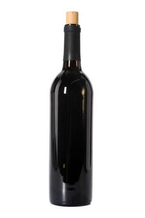 open life: Abierto botella de vino tinto aislado sobre fondo blanco