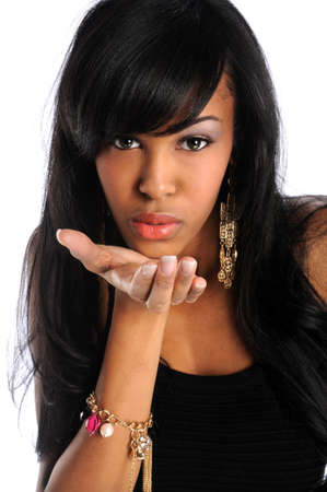 Mooie Afrikaanse Amerikaanse vrouw blazen kisses Stockfoto