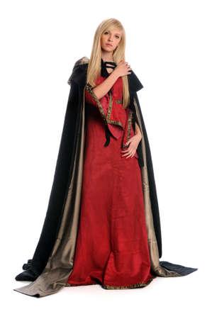 medieval dress: Hermosa mujer vestida con traje de Renacimiento con manto de cabo