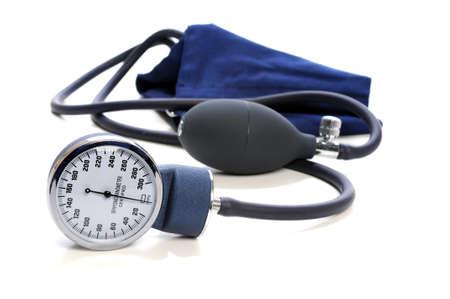 punos: Dise�e la presi�n arterial con enfoque selectivo aislado sobre fondo blanco