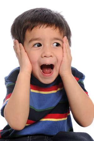 Jonge jongen weergegeven: verrassing geïsoleerd op witte achtergrond
