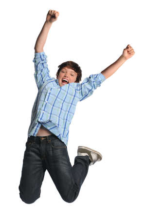 ni�o saltando: Joven saltando aislados sobre fondo blanco