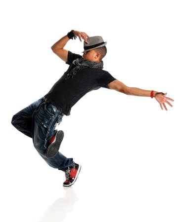 bailarina: Bailar�n de estadounidense de hip hop aislado sobre fondo blanco