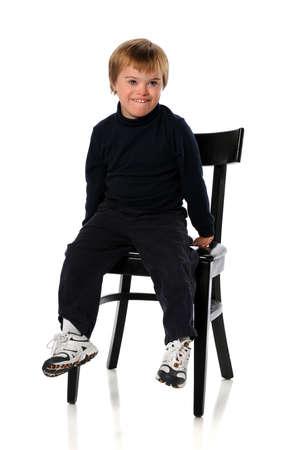 白い背景の上に孤立したダウン症候群を持つハンサムな男の子の肖像画 写真素材