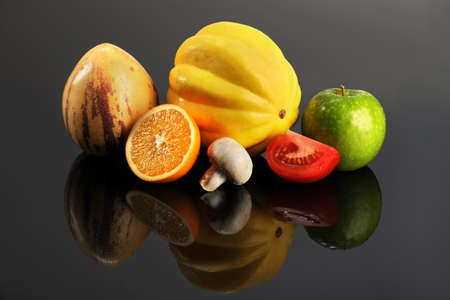 pepino: Fresh Fruits and vegetables on reflective table