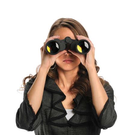 Mooie zakenvrouw behulp van een verrekijker geà ¯ soleerde over witte achtergrond Stockfoto