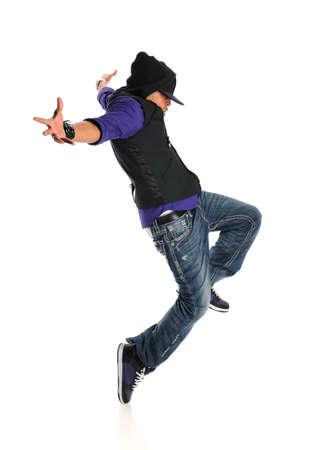 bailarin hombre: Bailar�n de rap afroamericano saltando aisladas sobre fondo blanco