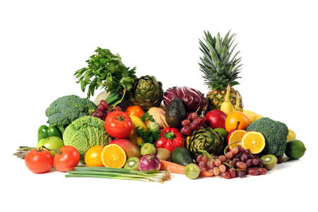 verduras: Frutas frescas y vegetales aisladas sobre fondo blanco