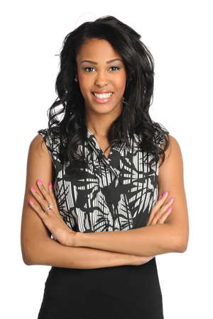 Portret van mooie Afro-Amerikaanse zakenvrouw glimlachen geïsoleerd op witte achtergrond