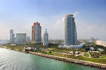 Vue aérienne de South Miami Beach avec des appartements de luxe et des bâtiments