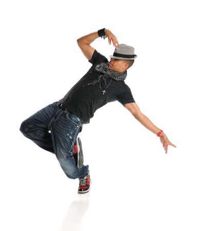 Hip hop danser uitvoeren van geà ¯ soleerde over witte achtergrond