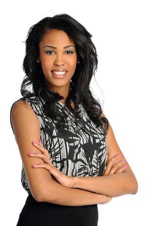 Portret van mooie Afro-Amerikaanse zakenvrouw lacht geïsoleerde over witte achtergrond