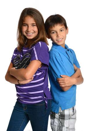 Portret van gil en jongen lachend geïsoleerd over een witte achtergrond Stockfoto