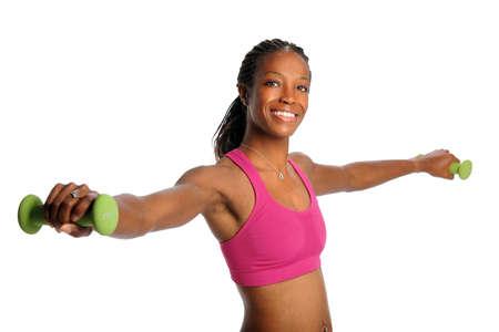 dreadlocks: Young African American mujer que levanta pesas de gimnasia aisladas sobre fondo blanco