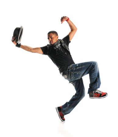 bailarin hombre: Hip hop afroamericano bailarina realizando con el sombrero aislado sobre fondo blanco