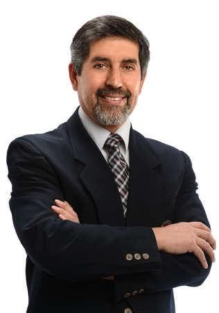 Ältere Hispanic Geschäftsmann mit gekreuzten Armen über weißem Hintergrund