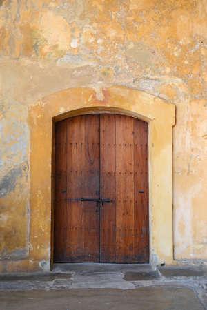 juan: Traditional Colonial door in San Cristobal Fort in Old San Juan, Puerto Rico