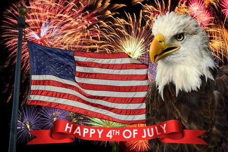 julio: Fuegos artificiales durante el cuarto de julio con la bandera americana y el águila calva Foto de archivo