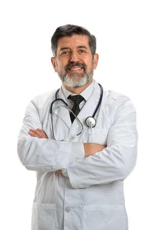 Portret van Spaanse hogere arts met gekruiste die wapens over witte achtergrond wordt geïsoleerd Stockfoto