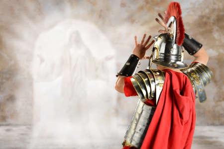 Rzymski żołnierz zaskoczony anioła na grobie Jezusa