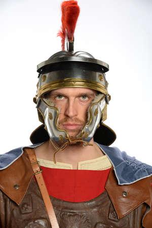 cascos romanos: Retrato de soldado romano aislado más de fondo blanco Foto de archivo