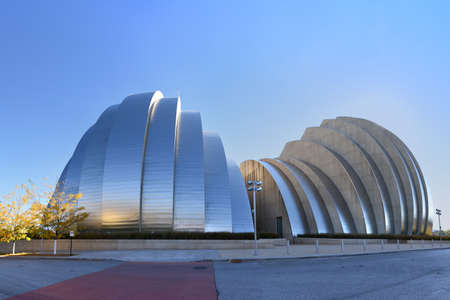mo: KANSAS CITY, MO - OCTOBER 11: Kauffman Center for the Performing Arts building in Kansas City, Missouri. Building designed by Architect Moshe Safdie and completed in 2011 as an example of Structural Expressionism also known as High Tech Modernism.