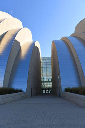 mo: KANSAS CITY, MO - OCTOBER 11: Kauffman Center for the Performing Arts in Kansas City, Missouri.  Designed by Architect Moshe Safdie and completed in 2011 as an example of Structural Expressionism, known as High Tech Modernism.