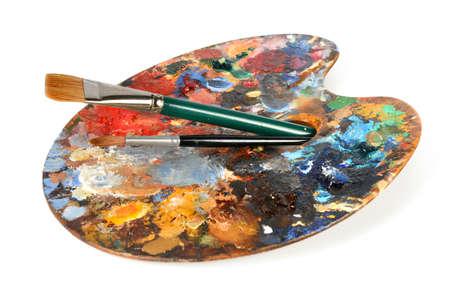 白い背景に分離した painbrushes とアーティスト パレット 写真素材