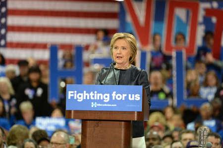 セントルイス、ミズーリ州、米国 - 2016 年 3 月 12 日: 民主党大統領候補とセントルイスのネルソン ・ マリガン Carpentersâ トレーニング センターで元