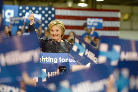 セントルイス、ミズーリ州、米国 - 2016 年 3 月 12 日: 民主党大統領候補とセントルイスにネルソン ・ マリガン大工研修センターで元国務長官のヒラ 報道画像