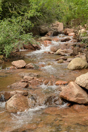 Cascading river with rocks in Colorado Springs Banque d'images