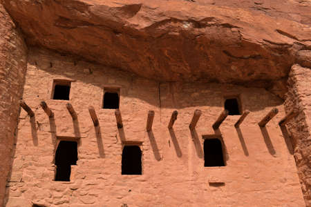 Windows at Manitou Cliff Dwellings near Colorado Springs Banque d'images
