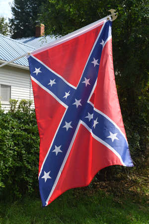 Confederate flag flying outside home in Arkansas Banque d'images