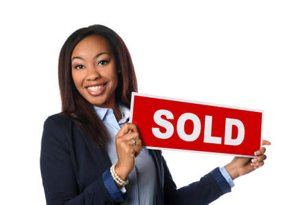 Portrait of African American woman holding sold sign isolated over white background Banque d'images
