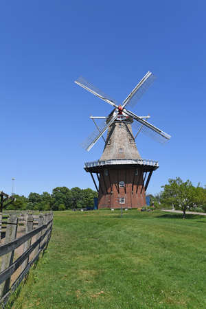 Dutch windmill in Holland Michigan during daytime Banque d'images