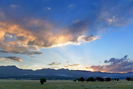 primavera: Paisaje durante la puesta del sol en Colorado Springs