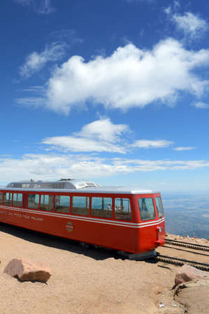 Pikes Peak, CO, États-Unis - 19 juillet 2016: Manitou et Pike's Peak Railway au sommet de la montagne à Manitou Springs, Colorado Banque d'images - 69962104