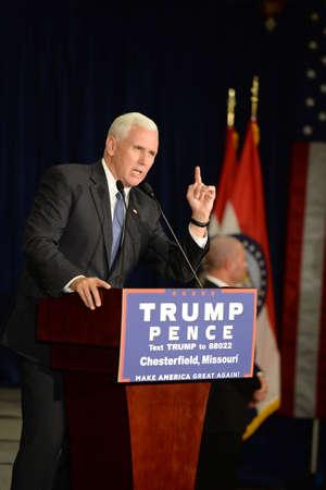 Chesterfield, MO, USA - 06 Septembre, 2016: candidat présidentiel vice républicain, gouverneur de l'Indiana Mike Pence parle à ses partisans lors d'un rassemblement à Chesterfield, Missouri. Banque d'images - 69962150