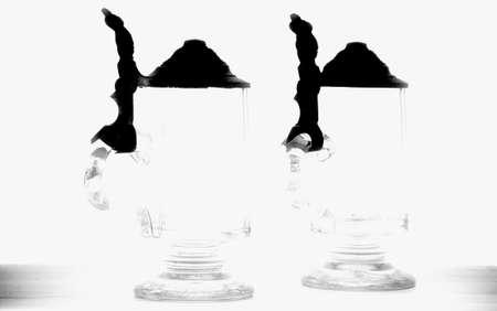 bier glazen: De foto van antieke bierglazen