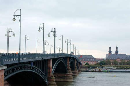 theodor: Wiesbaden, Germany - September 23, 2013  Traffic and pedestrians pass the Theodor Heuss Bridge in Mainz to Wiesbaden on September 23, 2013 in Wiesbaden