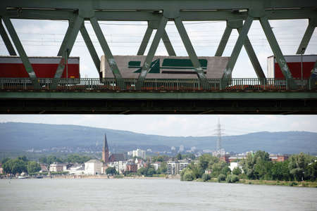 freight train: A freight train crosses the Emperor Bridge in Mainz with the borough Mainz Kastel in the background.