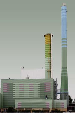 batiment industriel: Les chemin�es et b�timent industriel d'une usine d'alimentation.