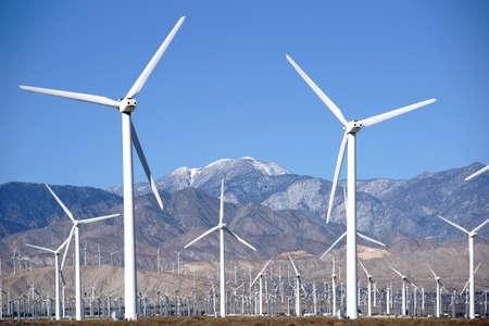 A wind turbine park in front of the the San Jacinto Peak or Mount San Jacinto near Palm Springs. 版權商用圖片