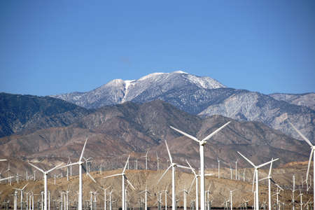A wind turbine park in front of the the San Jacinto Peak or Mount San Jacinto near Palm Springs. Banco de Imagens