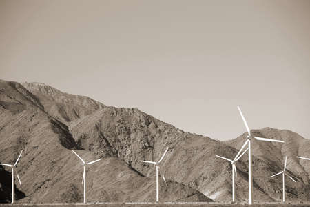 palm springs: Wind turbines are facing harsh and barren slopes of Mount San Jacinto in Palm Springs.