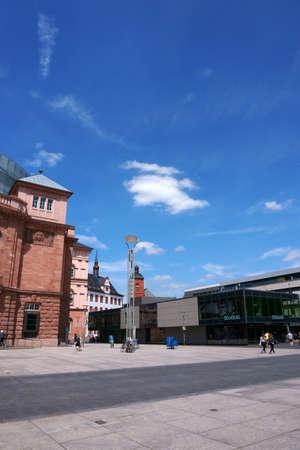 Mainz, Germany - May 27, 2019: Shops on the Gutenbergplatz on May 27, 2019 in Mainz. Sajtókép